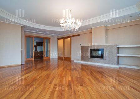 Продаётся 6-комнатная квартира, 282 м²