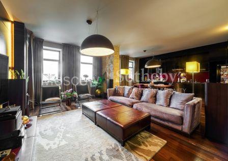 Продаётся 4-комнатная квартира, 176 м²