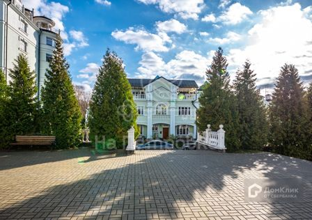 Продаётся 5-комнатная квартира, 460 м²