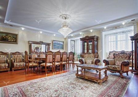 Продаётся 3-комнатная квартира, 190 м²