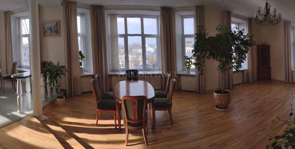 Продаётся 3-комнатная квартира, 178.9 м²